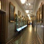 Photo de Parliament Building (Hotel du Parlement)