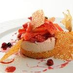 Bavarois de fraises Gariguettes, cocktail fruits rouges tuile à l'orange