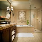 Montage Beverly Hills Guestroom Bathroom