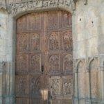 Otra puerta de acceso a la catedral.