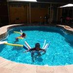 Divierte en nuestra piscina con agua termal calientita