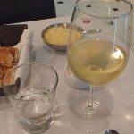 Un delicioso vino blanco para acompañar la cena!!