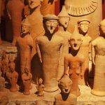 partie d'une énorme collection de figurines en terre cuite