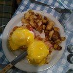 Eggs Benedict & Hash Browns