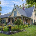 Gorgeous farmhouse within 7 minutes to downtown Ithaca and between two wine trails!