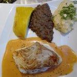 filet de lieu sauce crustacée et légumes du moment