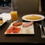 Club Lounge Breakfast