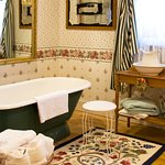 Stockbridge Suite Bath