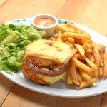 patata burger classique boeuf, steak haché Charolais, röstis de pomme de terre gratiné au fromag