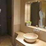 Bad mit Antik-Marmor ausgestattet