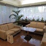 Un coin salon dans le lobby