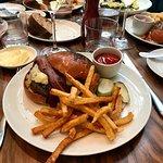 Clásica hamburguesa del Union Café Burger