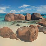 Exemples de quelques rochers au bout de la plage