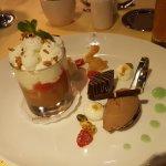 Dessert Rhabarber Kaltschale mit Quarkmousse und Brownieeis....Lecker und fruchtig!