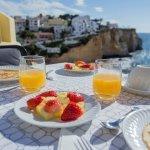 Enjoy a great breakfast facing the sea