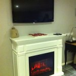 Amazing Eletric fire place and massive LCD screen in the room