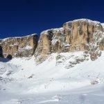 La bellissima zona del Vallon (versante Est del Sella) con il Piz da Lech e la Fessura
