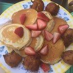 Pancake con fresa y platano frito