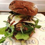 Pulled chicken with rocca, cheese, avocado, mushrooms, fried onions, tomato, lettuce and BBQ sau