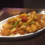 Red and green chilli prawns