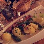 Sole meunière « entière » accompagnée de ses pommes de terre vapeur persillées et asperges verte