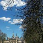 Jardines de estilo francés con el palacio al fondo