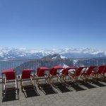 Blick zu den Berner Alpen auf der Terrasse des Kulm-Hotels Pilatus