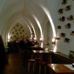 Alter Hof. Weinbar Gewölbe.
