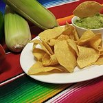 Fresh Guacamole Dip with Freshly Fried Cornchips