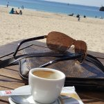 petit café au bord de mer...
