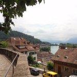Linda perspectiva da cidade (observada do monumental Schloss Thun )