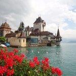 A pitoresca Oberhofen,  onde fica o belo Seeschloss (castelo sobre o lago)