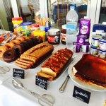 Bizcochos y quesada caseros desayuno