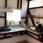 Parte de la cocina en la Habitacion equipada.