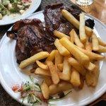 Agradable restaurant, lomo blando y jugoso