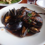 Mussels with tomato wine sauce