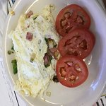Denver omelette with tomatoe slices substitute