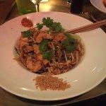 Phad thai au poulet (vrai morceaux de poulet et en bonne quantité)
