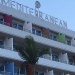 Photo de Mediterranean Beach Hotel