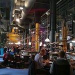 Schienen durchs komplette Restaurant