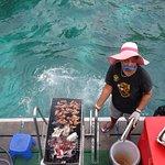 Barbecue à l'arrière du bateau