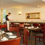 Freundliches Frühstücksrestaurant im H+ Hotel Stade Herzog Widukind