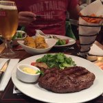 12oz Ribeye Steak mit Süßkartoffel Pommes und Corn on the Cob