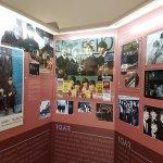 Világtörténeti kitekintés is van a Beatles története mellett
