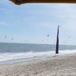 am ersten Tag mit Absperrung für Kite-Surfer