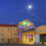Photo de Holiday Inn Express Hotel & Suites Tucumcari