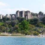 Les grottes de Catullo à Sirmione, vues du Lac.