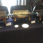 Buffet del desayuno comida china y además sopa de fideos con vegetales y huevos plancha