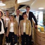 équipe souriante et professionnelle du Mercure Saint Georges