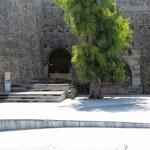 ingresso a Porta S.Giorgio (a dx fontana turca)